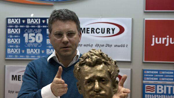 Скульптор бюста Левона Ароняна Бертран Фрейслебен - Sputnik Армения
