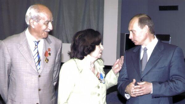 Геворк и Гоар Вартаняны с Владимиром Путиным  - Sputnik Արմենիա