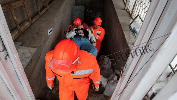 Учебная тренировка МЧС Армении: Организация защиты  студентов и сотрудников в случае внезапного нападения противника - Sputnik Армения