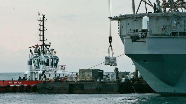 Разгрузка судна в порту Поти - Sputnik Արմենիա