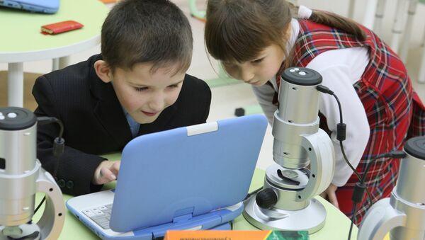 Дети за компьютером - Sputnik Армения