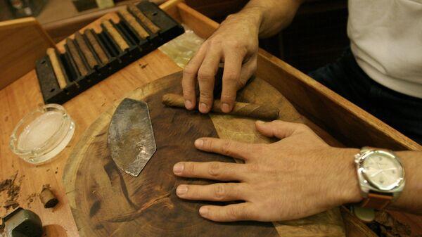 Ручное изготовление сигары - Sputnik Армения