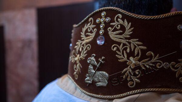 Детали одежды армянских священнослужителей - Sputnik Армения