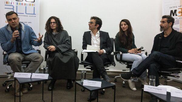 Члены организации  организации Гражданин-наблюдатель Эрик Назарян, Арсине Ханджян, Атом Эгоян и Серж Танкян - Sputnik Армения