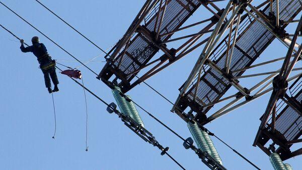 Ремонт линии электропередач с материка на остров Русский в Приморском крае - Sputnik Армения