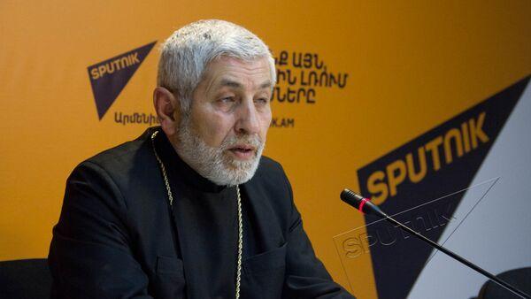 Настоятель церкви Сурб Саркис (святого Саркиса) протоиерей Петрос Малян - Sputnik Армения