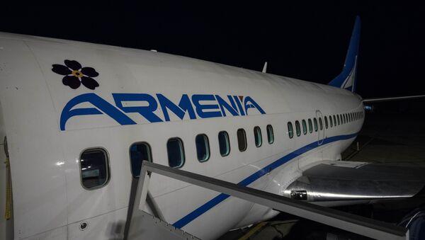 Самолет авиакомпании Armenia c символом незабудки - Sputnik Արմենիա