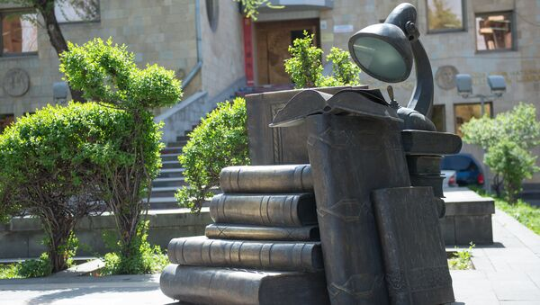Памятник книгам в Ереване - Sputnik Армения