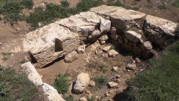 Арехологи нашли в Севастополе фрагменты античного алтаря - Sputnik Армения