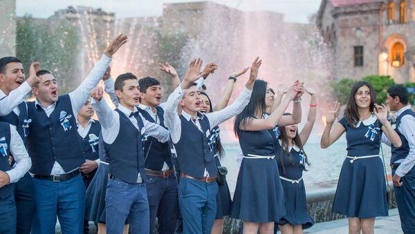 Последний звонок в Ереване - Sputnik Армения