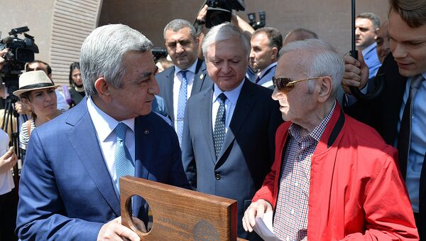 Серж Саргсян и Шарль Азанавур - Sputnik Армения