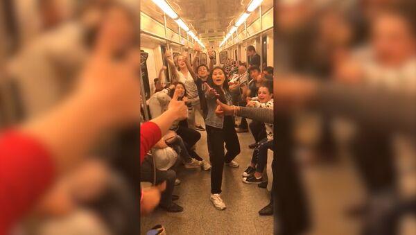 Участники проекта Ты супер! Танцы станцевали в московском метро - Sputnik Армения