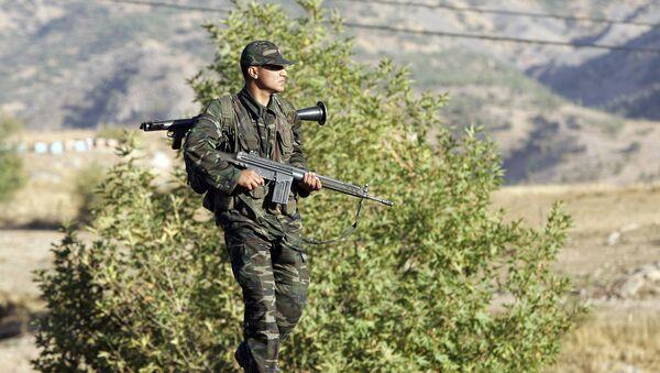 Турецкий солдат на границе - Sputnik Армения