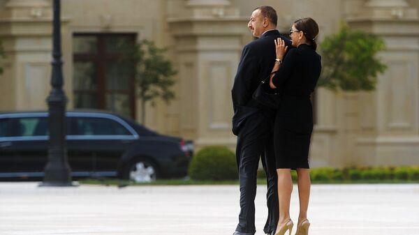 Президент Азербайджана Ильхам Алиев с супругой Мехрибан - Sputnik Արմենիա