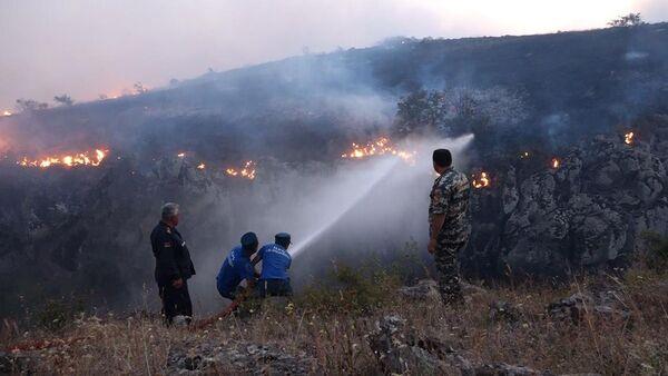 Пожар в Бюракане пока не потушен - Sputnik Армения