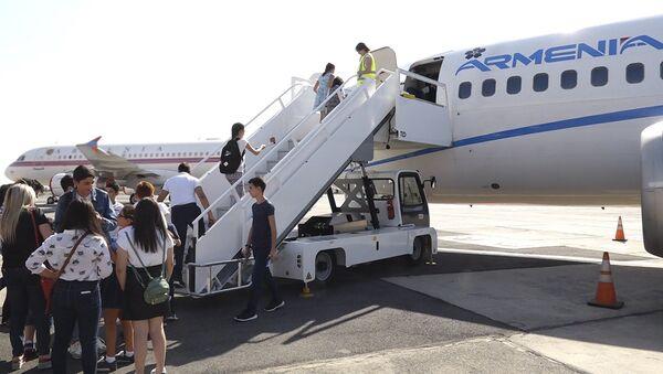 Авиакомпания Armenia организовала для школьников открытый урок - Sputnik Армения