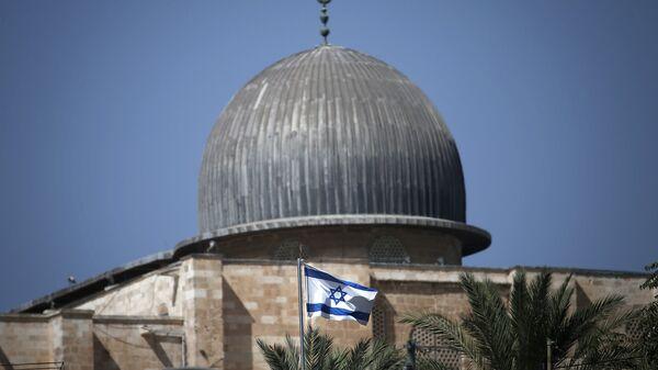 Израильский флаг на фоне мечети аль-Акса в Иерусалиме - Sputnik Армения