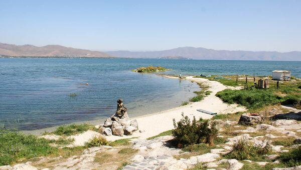 Статуя Русалки, озеро Севан, Армения - Sputnik Армения