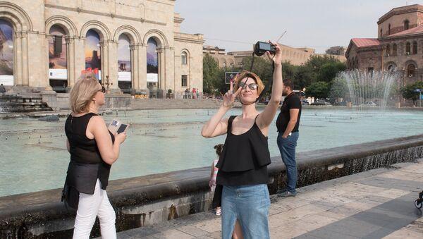 День независимости отметили в Армении. Туристы - Sputnik Армения