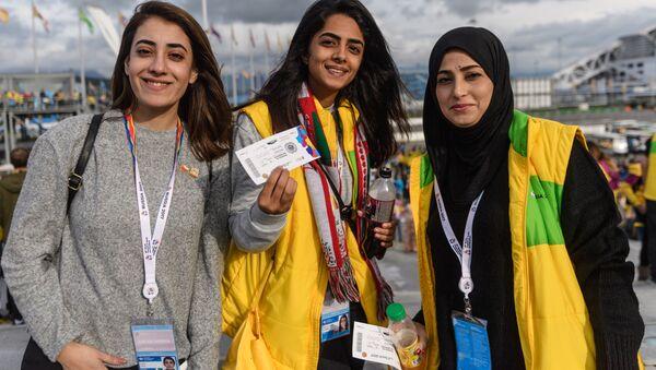 Участники XIX Всемирного фестиваля молодежи и студентов в Олимпийском парке в Сочи - Sputnik Армения
