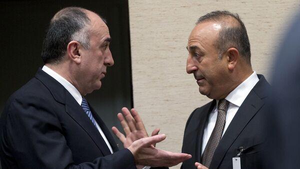 Министры иностранных дел Азербайджана и Турции Эльмар Мамедъяров и Мевлут Чавушоглу - Sputnik Армения