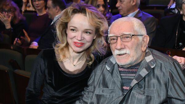 Армен Джигарханян с супругой Виталиной Цымбалюк-Романовской - Sputnik Արմենիա
