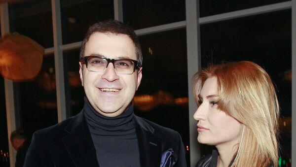 Телеведущий Гарик Мартиросян с супругой Жанной - Sputnik Армения