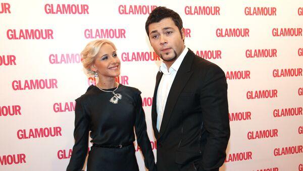 Ю.Ковальчук и А.Чумаков после церемонии вручения премии Женщина года Glamour 2009 - Sputnik Армения