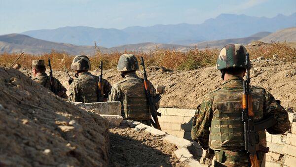 Армянские военнослужащие на боевых позициях - Sputnik Армения