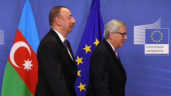 Президент Азербайджана Ильхам Алиев и председатель Европейской Комиссии Жан-Клод Юнкер - Sputnik Արմենիա