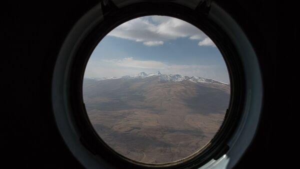 Гора Арагац из иллюминатора вертолета - Sputnik Արմենիա