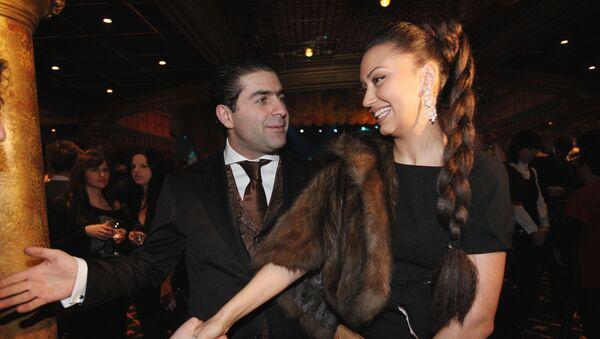 Артур Джанибекян с супругой на открытии концертно-развлекательного комплекса Golden Palace - Sputnik Արմենիա