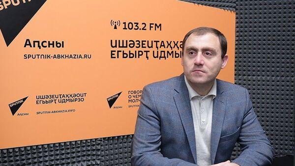 Вице-спикер Парламента Абхазии Левон Галустян - Sputnik Армения