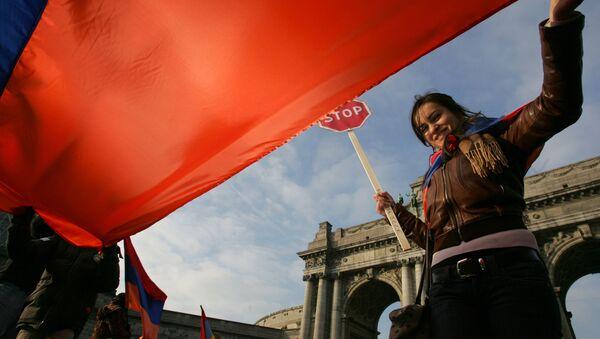 Девушка с флагом Армении Европа - Sputnik Армения