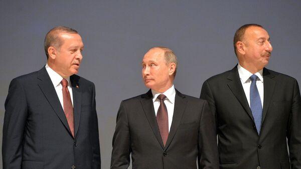 Президенты РФ Владимир Путин, Турции Реджеп Эрдоган и Азербайджана Ильхам Алиев перед началом специальной сессии 23-го Мирового энергетического конгресса. - Sputnik Արմենիա
