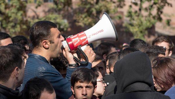 Акция протеста студентов о принятии решения об отсрочке парламентом РА - Sputnik Արմենիա