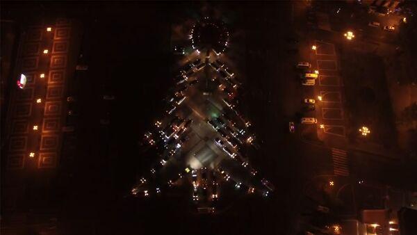 Флешмоб в Ереване: на Площади Республики машины выстроились в елку - Sputnik Արմենիա