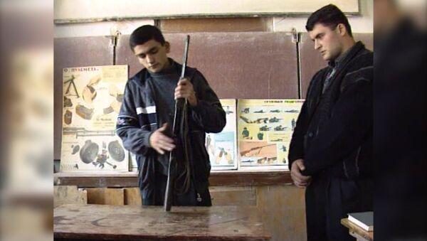 В бомбоубежищах карабахских школ стояли парты   - Sputnik Արմենիա