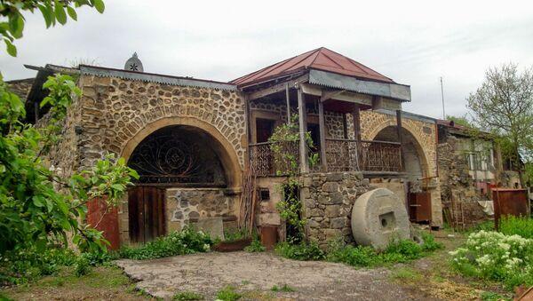 Здание Мелик-Бархударян Амарат. Деревня Тех, Сюник, Армения - Sputnik Армения
