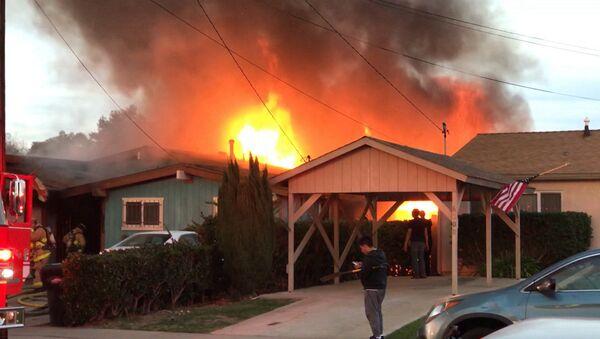 Самолет упал на жилой дом в Сан-Диего - Sputnik Армения