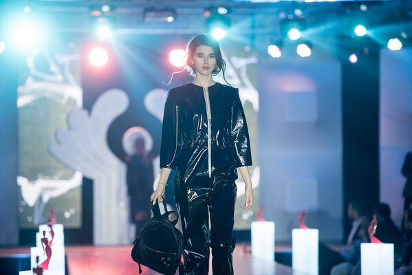 Участница из России Екатерина Страхова на конкурсе Топ Модель СНГ 2017 - Sputnik Армения