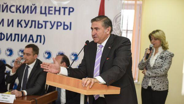 Губернатор Ширака Артур Хачатрян на открытии российского центра науки и культуры в Гюмри - Sputnik Армения
