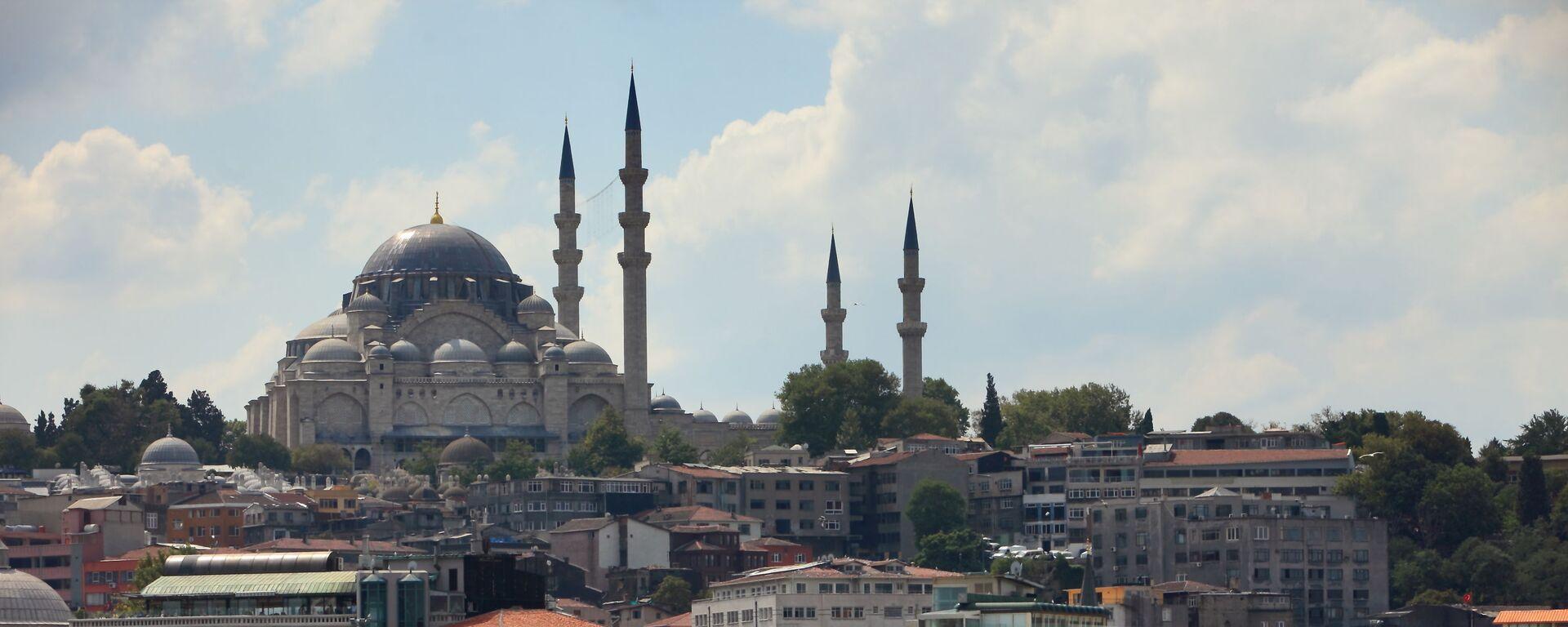 Вид на Голубую мечеть через пролив Босфор в Стамбуле, Турция - Sputnik Армения, 1920, 17.05.2018