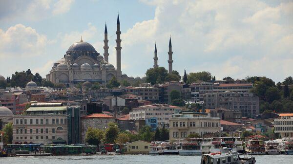 Вид на Голубую мечеть через пролив Босфор в Стамбуле, Турция - Sputnik Армения